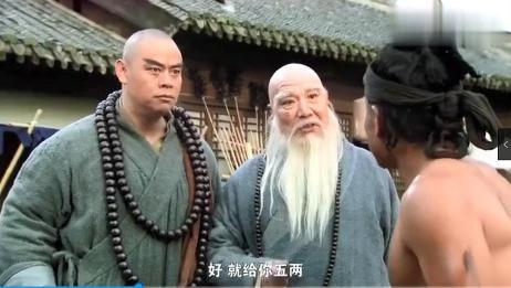 长老是个高手,六十二斤禅杖在手中轻如鸿毛,鲁智深也佩服