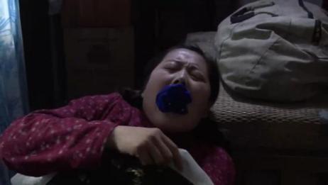 小麦进城:小麦睡觉打呼噜,丈夫弟弟嫌太吵,用臭袜子把她嘴堵上
