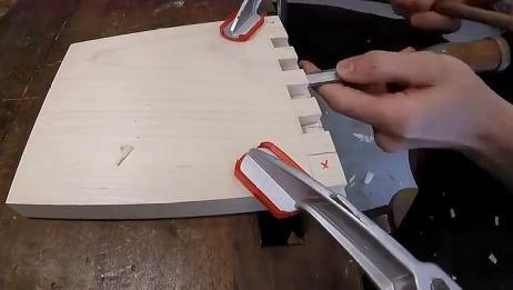 看中国小伙运用榫卯技术,拼接木头不用一颗钉子,简直太强了