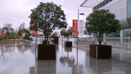 雨中漫步,浪漫的感觉!