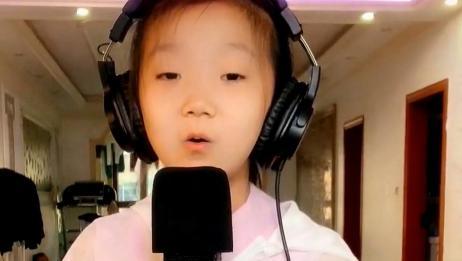 小歌手心怡深情演唱:是不是我们都不长大,你们就不会变老,好听