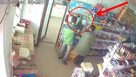 一家三口走进商店,监控拍下的一幕令人惋惜,俩孩子这辈子完了!