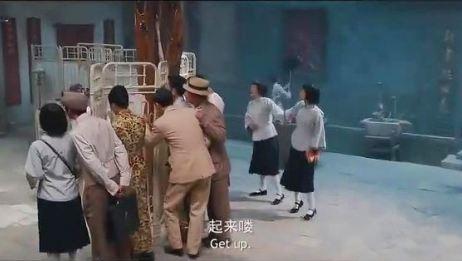 《道士下山》范伟给病人割双眼皮,小道士以为病人眼瞎了!