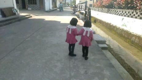宝妈一个人带双胞胎的日常生活,网友,两个都是你自己带的吗?
