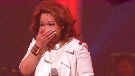 上台前得知自己将要离婚,她坚持哭着唱完这首歌,现在已成经典