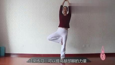 风吹树式瑜伽,滋养脊柱,提高腿部力量,一周练出小蛮腰