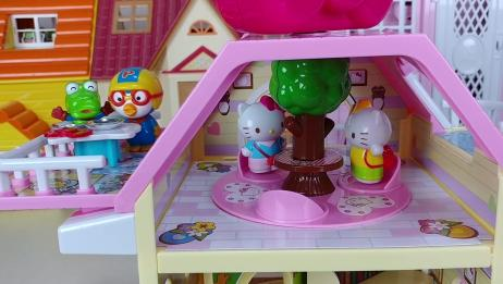 小企鹅pororo和hello Kitty一起玩游戏吃美食!
