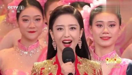2020春节联欢晚会演员佟丽娅首次主持春晚,大气端庄美艳动人