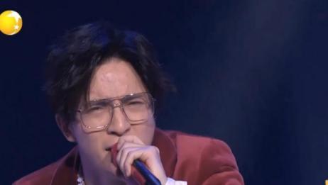 薛之谦春晚唱《演员》,动情感人听到入迷!