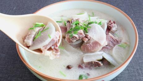 饭店熬的排骨汤为何那么好喝?原来都是用的这诀窍,越熬汤越白