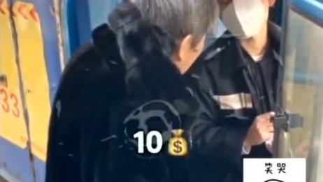 快递小哥:奶奶,俺说的是宝清到哈尔滨快递10块钱