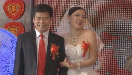证婚人为一对新人颁发结婚证,竟说摄像师给自己嘴撞歪了