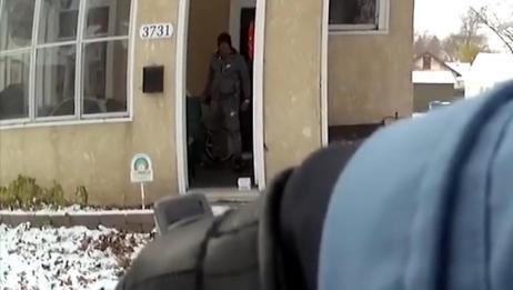 美国男子欲持凶器自杀 警察赶到后将其击毙