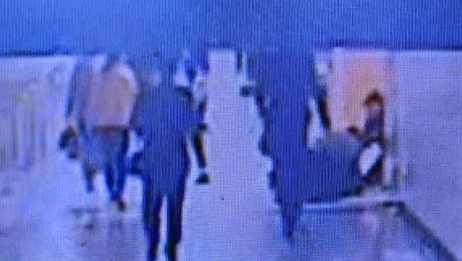 网逃乘地铁被抓,民警受伤不撒手