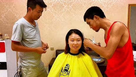 四川方言:美女去理发店理发,说剪个显脸小的发型,这技术没谁了