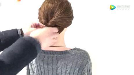一款适合中长发女生的发型,这样扎发百搭显脸小