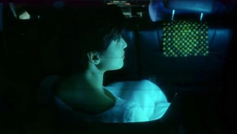小伙半夜坐出租车,怎料白衣女鬼提前做了进去,把他吓了个半死