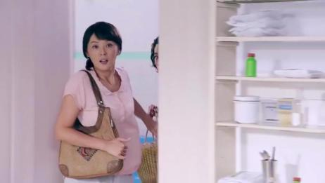 由于害怕事情闹大,李云芳带着二乔媳妇来医院看望周冰