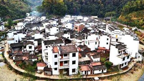 中国最洋气的村子,出门买菜还要带签证,当地人觉得每天出国很烦