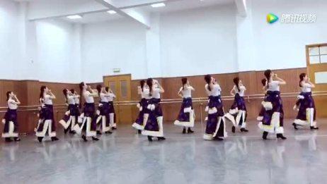 18个美女跳藏族舞三步一撩跳的太美反复看了