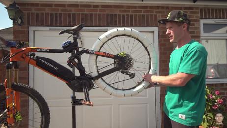 自行车轮胎裹一圈PVC管会怎样?网友:比冬天在雪地骑车还刺激!