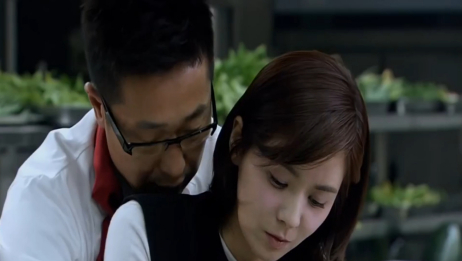 林师傅在首尔:林飞教善姬切菜,画面好有爱啊,看得我嘴角上扬