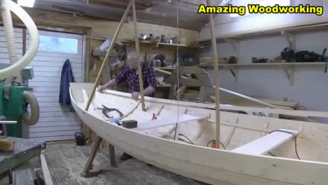 国外老人手工打造一艘木船,真是手艺人
