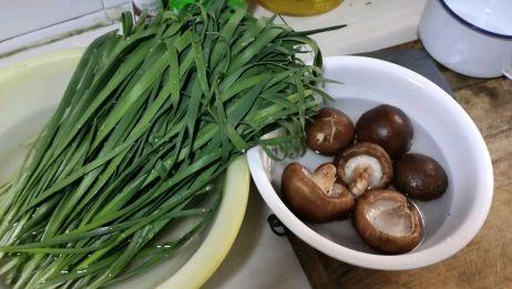 韭菜香菇包饺子,一次一盘不够吃,太香了
