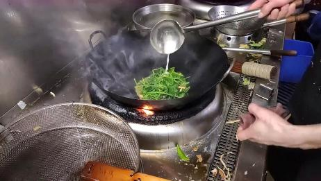 青菜怎么炒才好吃?今天溜进饭店后厨,看大厨们是怎么炒的
