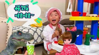 枫枫和咪露娃娃去茶餐厅 厨房玩具的过家家游戏