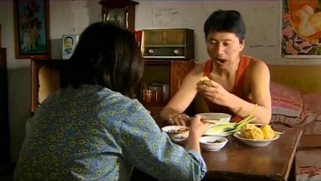 暖春:农村夫妻干了一天活,做几个菜团子配上大葱蘸酱真美味