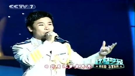 """刘和刚在""""金星奖""""20周年颁奖晚会上演唱歌曲《天蓝蓝海蓝蓝》"""