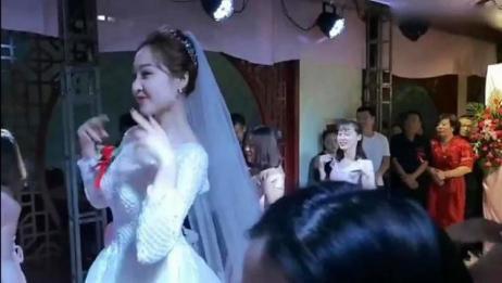 快来围观!美若天仙的新娘婚礼现场跳《学猫叫》舞姿翩跹看呆宾客