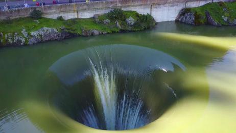 世界上最深的无底洞,里面存在着什么?每天3万吨水都填不满!