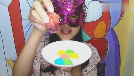 美食吃货:面罩小姐姐吃彩色奥特曼果冻 Q弹爽滑口感非常的棒