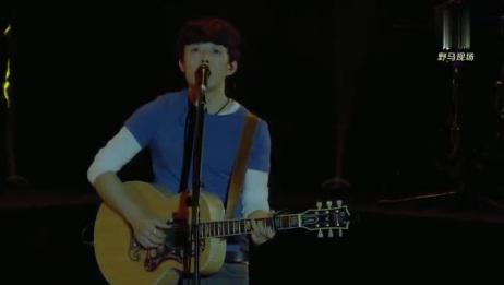 赵雷北京演唱会上唱《成都》全场大合唱