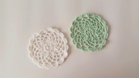 圆形蕾丝花片的钩织方法 镂空花垫 样式温柔委婉