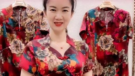 大姐身穿旗袍,经典时髦!