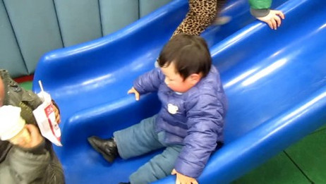 滑滑梯视频