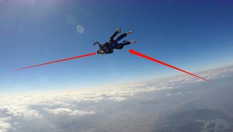 从飞机跳下来掉进海里,乘客人还能活着吗?网友:还好知道的早!