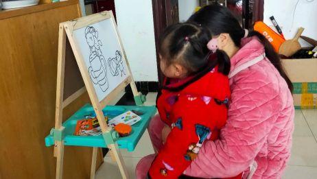 抗疫期间,在家教小孩画画