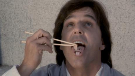 昆宝出拳:男子舌头上长出一张脸,每天都好吃好喝好伺候