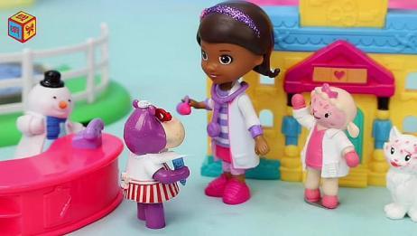 小医师大玩偶玩具世界 麦芬帮助可爱小猫