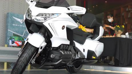 本田金翼豪华旅行摩托,2020新款,六缸引擎,带倒挡,感觉怎样?