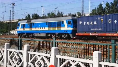 火车实拍:东风8B内燃机车,牵引集装箱大列,进入北仓车站!