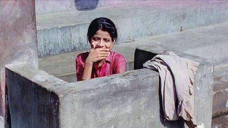 印度满大街露天厕所,并且是男女混厕,那么女性该如何保护隐私?
