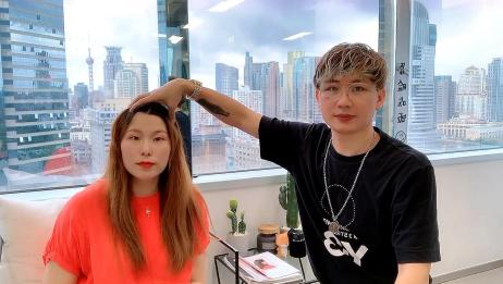 发型师要帮大脸妹子剪一个万能刘海 显脸小空气感十足 变气质女郎