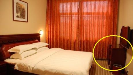 宾馆房间传出阵阵恶臭,清洁工掀开被子被眼前一幕吓成中风!监控还原真相