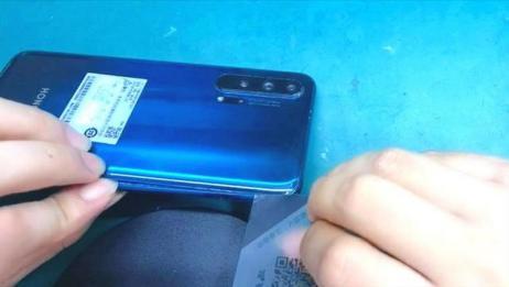侧面指纹华为荣耀20 Pro拆解:看看比P30 Pro手机差别在哪儿