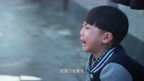 一起长大:父亲去世,6岁男孩跪在父亲墓碑前,磕头大哭